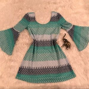 Shades of Green Sz M Bell Sleeve Lined Dress
